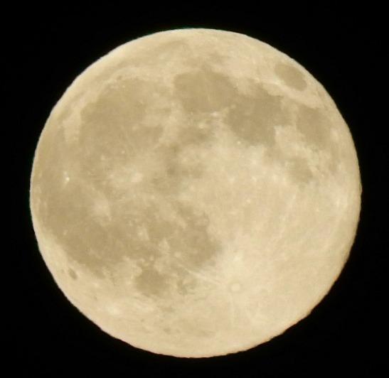 moon-1662858_640